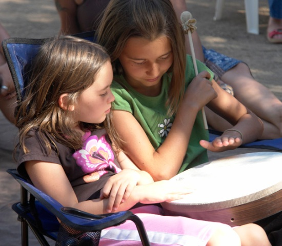 2-girls-drumming